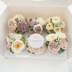 Buttercream flower cake Buttercream Flower Cake, Buttercream Icing, Frosting, Beautiful Cupcakes, Gorgeous Cakes, Cake Decorating Tips, Cookie Decorating, Floral Cupcakes, Wedding Cupcakes