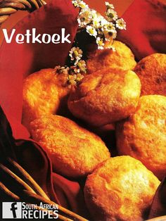 VETKOEK (no yeast) Vetkoek is a traditional South African fried dough bread common in Afrikaner cookery. It is either served filled with cooked mince. South African Dishes, South African Recipes, Ethnic Recipes, African Peanut Stew, Moroccan Spices, Cooking Recipes, What's Cooking, Bread Recipes, Everyday Food