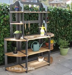 I need someone to make this potting bench for me.  :)  This is a link to a blog with the instructions.  Which is in French but translated via Google.  To avoid confusion, leaving the first link in place.  Great website!
