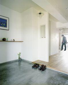 <p>広い土間玄関。家のなかに外っぽい空間があると、ゆとりを感じます。</p>