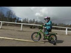 Skillikorteista löydät MAKSUTTOMIA harjoitteita kehittämään monipuolisesti perusliikkumistaitoja. Valitse yksittäisiä kortteja tai valmiita korttisettejä Skillikoriisi, tallenna ja tulosta käyttöön. Bicycle, Vehicles, Bicycle Kick, Trial Bike, Rolling Stock, Bike, Bicycles, Vehicle