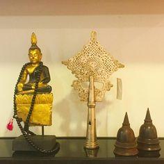 Procurando peças especiais únicas? Começamos a receber peças étnicas top. Buda em madeira com folha de ouro  Peça africana em bronze Stupas tibetanas em madeira!