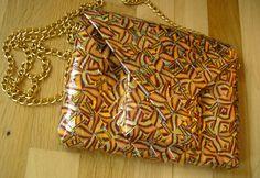 - ReCyklisten: Skoletaskelomme. .....og her er hele tasken med sin lomme og klap // læs hele historien på bloggen // kreativt genbrug af slikpapir fra marabou twist caramel // gyldne farver // brun gylden guld // genbrug af slikpapir og kædehank // til salg / sælges // Here is all of the bag // braided from candywrappers // recycle in golden colours // read all about it on the blog and use the translator if you don't read Danish http://recyklisten.blogspot.dk