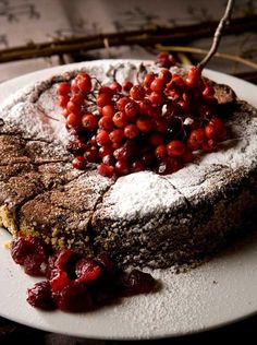 Chocolate tart with rowanberries / Pihlajanmarja-suklaatorttu
