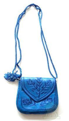 Sac artisanal marocain en cuir de couleur bleue avec de jolis motifs cousus - Prêt à porter et accessoires