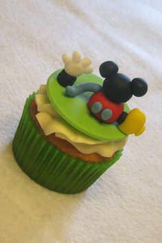 Mickey Mouse Clubhouse Cupcakes Bolo Do Mickey Mouse, Mickey Mouse E Amigos, Bolo Minnie, Mickey Mouse Clubhouse Birthday Party, Mickey Cakes, Mickey Y Minnie, Mickey Mouse Parties, Minnie Mouse Cake, Mickey Party
