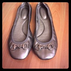 Dark Gold Driving Flat Very cute and super comfy flats by kelly&katie. Deep, burnished gold color with metal bridle detail across the toe. Rubber sole barely worn. Nicely padded inside footbed. Size 6w. Kelly & Katie Shoes