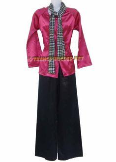 Trang phục biểu diễn văn nghệ: Áo phi màu hồng, quần phi đen và khăn rằn. Thích hợp để hát múa văn nghệ các bài hát nam bộ, diễn tiểu phẩm.
