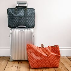 Goyard Ambassade in grey with orange St Louis tote. The perfect travel companions for a classic Rimowa suitcase. Goyard Bag, Tote Bag, Rimowa, Laptop Tote, Car Gadgets, Airport Style, St Louis, Cartier, Hermes