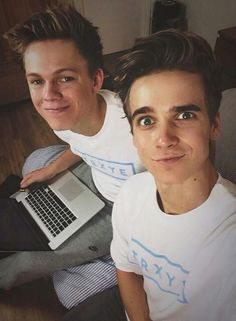 Joe Sugg and Caspar Lee Joe Sugg, Joe And Zoe Sugg, Markiplier, Pewdiepie, Caspar Lee, British Youtubers, Best Youtubers, Buttercream Squad, Sugg Life