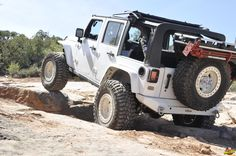 Climbing the rocky road all the way to the Top of the World. It's a Jeep thing! ____________________________________ #Axleboy #offroad #jeep #wrangler #wheeling #moab #4x4 #ejs2017 #rockyroad #jeeplife #jeepbeef #jeepthing #olllllllo