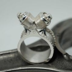 Bague Twin Skull – Hecliptic Piston Ring, Cufflinks, Rings, Accessories, Bijoux, Ring, Wedding Cufflinks, Wire Wrapped Rings