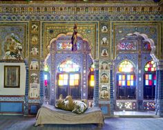 Contemporary fables, KAREN KNORR AND INDIA SONG Regal animals rule enchanted kingdoms in a magic portrait of India conjured up by the London photographer  #regalanimals #indiasong #karenknorr #london #photographer #contemporary #fables
