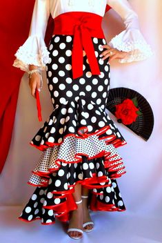 spanish style homes decorated for christmas Flamenco Costume, Flamenco Dancers, Dance Costumes, Spanish Dress, Spanish Style, Spanish Fashion, African Dress, African Fashion, Vintage Outfits