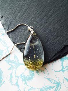 Single dandelion seed resin pendant by LealsTinyTrinkets on Etsy