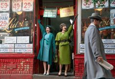 """""""The Marvelous Mrs. Maisel"""" star Rachel Brosnahan and the show's costume designer talk the costumes and why the shoes are so tricky. Amy Sherman Palladino, Pickled Eggs, Rachel Brosnahan, Greek Olives, Amazon Prime Video, Great Lengths, Filming Locations, Gilmore Girls, Brisket"""