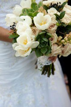 What a pretty rustic wedding bouquet