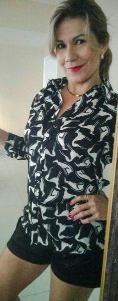Camisa Seda Italiana estampa de cachorrinho. Muito fofa ! Disponível tamanho M. Ofício Camisaria. Whatsapp: 31 99188-5882