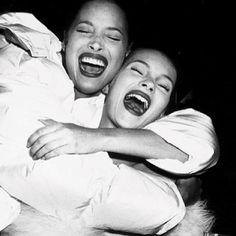 Christy Turlington et Kate Moss http://www.vogue.fr/mode/mannequins/diaporama/la-semaine-des-tops-sur-instagram-14/17189/image/919689#!christy-turlington-kate-moss-anniversaire