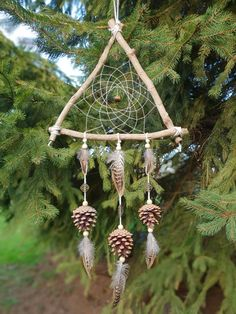 Attrape rêves naturel – Keep up with the times. Making Dream Catchers, Dream Catcher Craft, Dream Catcher Boho, Rustic Crafts, Wood Crafts, Diy And Crafts, Arts And Crafts, Native American Decor, Dream Catcher Native American