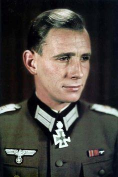"""Major Otto-Ernst Remer (1912-1997), Kommandeur I.(gep.)/Grenadier Regiment """"Großdeutschland"""" (mot.), Ritterkreuz 18.05.1943, Eichenlaub (325) 12.11.1943"""