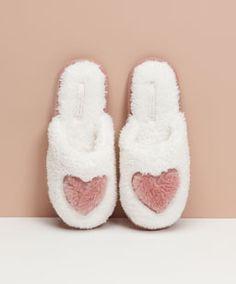 Zapatos - Pijamas y homewear - Oysho España Winter Slippers, Cute Slippers, Winter Shoes, Summer Shoes, Dr Shoes, Baby Shoes, Pretty Shoes, Cute Shoes, Shoe Wardrobe