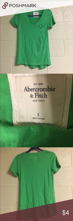 💙Basic green v neck Basic green v neck. Size small from Abercrombie and Fitch. Fits like a medium. Ships next day. 30% off all bundles Abercrombie & Fitch Tops Tees - Short Sleeve