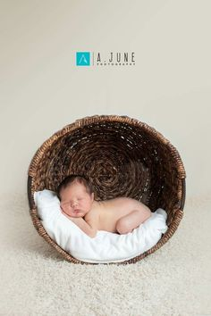 ideas baby photoshoot studio newborn pictures for 2019 Foto Newborn, Newborn Baby Photos, Newborn Poses, Newborn Shoot, Newborn Pictures, Baby Boy Newborn, Newborns, Newborn Outfits, Newborn Photo Shoots