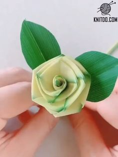 DIY Palm Leaf Rose - Never forget childhood memories, close to nature. Use Palm Leaf to make a green rose. Save it, do i - Paper Flowers Craft, Paper Crafts Origami, Flower Crafts, Diy Flowers, Diy Paper, Fabric Flowers, Paper Crafting, Flower Diy, Fun Origami