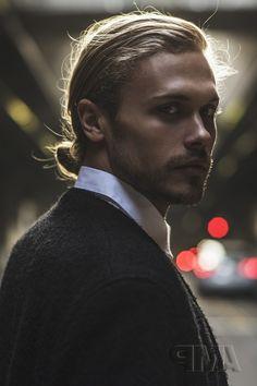haar dutt Man Bun Ideas for 2020 65 Amazing Man Bun Hairstyles You Should Try It In 2019 Man Bun Undercut, Man Bun Haircut, Man Bun Hairstyles, Black Hairstyles, Trendy Haircuts, Haircuts For Long Hair, Haircuts For Men, Short Hair, Man Bun Meme