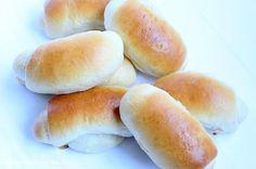 Milchbrötchen zum Frühstück mit selbstgemachter Marmelade. Hmmmmmm...lecker ! Mega fluffiger, leicht süßlicher Hefeteig goldbraun gebacke...