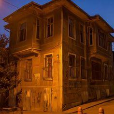 #yedikuleminevleri #yedikule #gençağa #eskievler #oldhouse #photooftoday #photo #photographer #filter #istanbul #istanbuldayaşam #benimyedikulem #benimkadrajımdan #constantinopolis #yaşayantarih #7kule (Yedikule, Istanbul, Turkey)