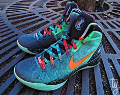 "Nike Zoom Hyperdunk 2011 Supreme ""Galaxy"" – Blake Griffin All-Star Game PE"