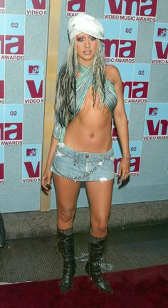 Pin for Later: Retour sur les Looks les Plus Fous des MTV VMAs Christina Aguilera, 2002