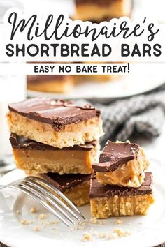 These shortbread bars are easy to make, require no baking and are full of caramel and chocolate! The perfect treat for friends and family. Salted Caramel Bars, Caramel Shortbread, Shortbread Bars, Caramel Cookies, Desserts Caramel, Holiday Desserts, No Bake Desserts, Easy Desserts, Delicious Desserts