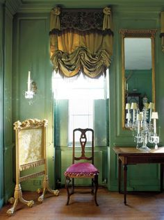 Patina pops against the green walls and ceiling in the former fashion designer Victoria Press's dining room. Read more: Victoria Press's Blithe Spirit Henry Bourne Our senior features editor and design expert Tom Delavan shares his favorite interiors of Green Dining Room, Green Rooms, Dining Room Walls, Green Walls, Interior Design Vignette, London House, London Townhouse, Drapes Curtains, Valances