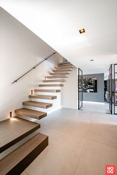 Home Stairs Design, Home Interior Design, House Design, Stairs In Living Room, House Staircase, Floating Staircase, Minimal Living, Modern Stairs, House Inside