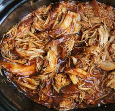 fabulous recipe for pulled chicken and BBQ sauce in the slow cooker! - Recettes -The fabulous recipe for pulled chicken and BBQ sauce in the slow cooker! Vegetarian Crockpot Recipes, Lunch Recipes, Slow Cooker Recipes, Healthy Dinner Recipes, New Recipes, Soup Recipes, Chicken Recipes, Cooking Recipes, Jambalaya