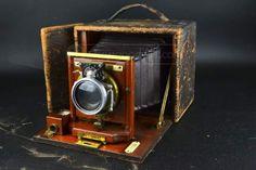 Beautiful antique Eastman Kodak Premo A Folding Box Wood Camera Antique Cameras, Old Cameras, Vintage Cameras, Camera Photography, Photography Tips, Camera Candy, Movie Projector, Box Camera, Camera Shots