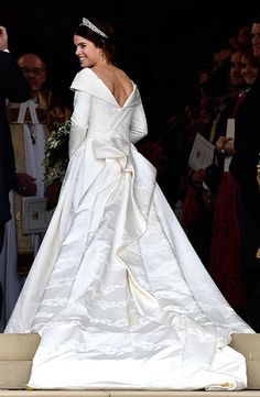 The British Royal family was all smiles and happy while battling the harsh winds to enjoy the beautiful wedding of Princess Eugenie of York and Jack Famous Wedding Dresses, Royal Wedding Gowns, Princess Wedding Dresses, Royal Weddings, Wedding Outfits, Princess Eugenie Jack Brooksbank, Princess Kate, Disney Princess, Princesa Eugenie