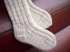 Wee Socks for Wee Toes is a knitting sock pattern for baby socks in three sizes. Top down basic sock construction includes working in the round, heel flap, turning a heel and the kitchener stitch. Prior sock knitting experience will be helpful. I use a set of DPN, a round marker and a needle for weaving in ends when I knit these up.