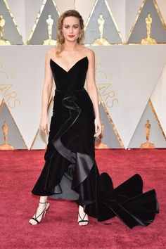The 2017 Oscars Thank you, Brie Larson, for giving us one of our first looks at the new Oscar de la Renta by the designers of Monse tonight. The fishtail on that dress may look difficult to walk in, but hey, that's fashion — right?refinery29
