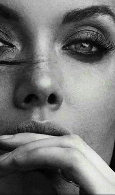 Struruso — Se non vi siete mai drogati di una persona, delle. Black White Art, Black And White Portraits, Black White Photos, Black And White Photography, Black Swan, Foto Portrait, Female Portrait, Photography Women, Portrait Photography