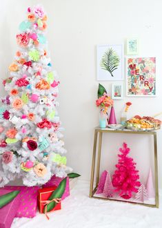 A Kailo Chic Life: Celebrate It - A Tropical Holiday Party Modern Christmas Decor, Whimsical Christmas, Colorful Christmas Tree, Retro Christmas, Christmas Colors, Christmas Time, Pink Christmas Lights, Holiday Pops, 242