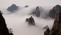 Waterfalls of clouds and islands in the mist - the classical Huang Shan scenery | Flickr : partage de photos !