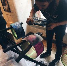 Jay Weinberg em evento realizado pela  @sjcdrums.  regram @kleinregan Painting drums #sjcdrums @jayweinberg @sjcdrums Jay Weinberg, Slipknot, Instagram, Painting, Painting Art, Paintings, Painted Canvas, Drawings