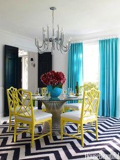 bold, bright colors style this eclectic dining room #splendidspaces