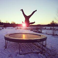 Kesä tulee! Tasapeli.fi verkkokaupasta löydät Suomen parhaan trampoliinivalikoiman. Tutustu osoitteessa http://www.tasapeli.fi/category/3/trampoliinit #winter   #trampoliini #kesä #lastenpiha #Hypoimään #kuntoilu #talvi #pompiläpivuoden #tasapelifi