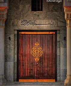 old door.. Grand Entrance, Entrance Doors, Doorway, Cool Doors, Unique Doors, Portal, Arched Doors, Windows And Doors, Middle Eastern Decor
