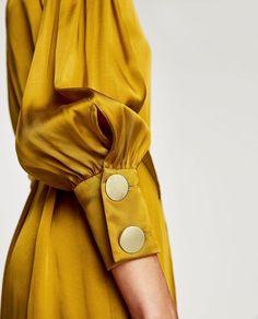 How to wear mustard yellow Was soll ich anziehen? Sleeves Designs For Dresses, Sleeve Designs, Vintage Stil, Mode Vintage, Zara Dresses, Satin Dresses, Yellow Satin Dress, Dressy Dresses, Gold Dress